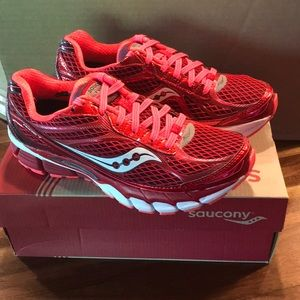 Saucony Women's Ride 7 Athletic shoes never worn